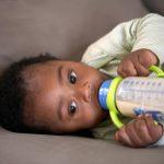 Biberon anti-coliques : comment ça fonctionne ?